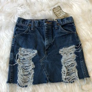 HP💖 LF furst of man kind distressed denim skirt